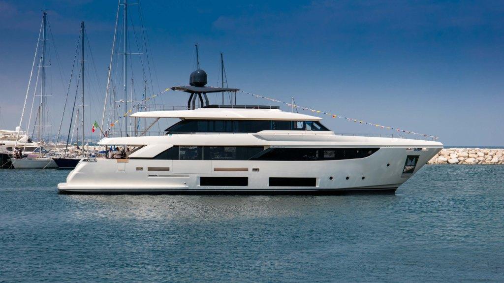 Custom Line Navetta 33 yacht