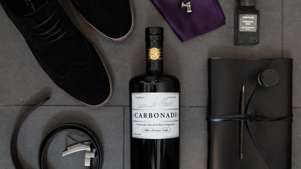 Carbonadi vodka lifestyle shot