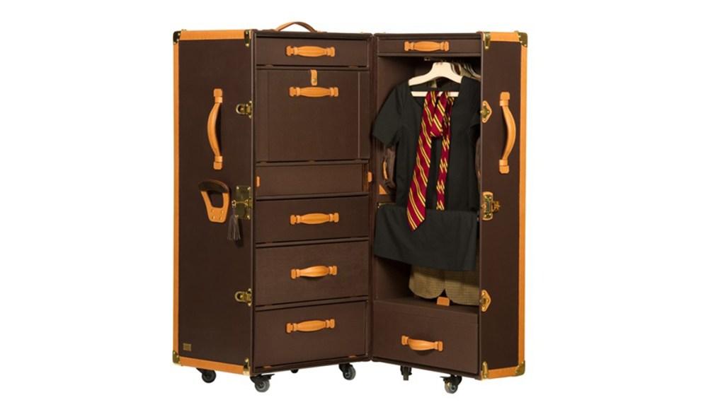 Ephtee travel trunk
