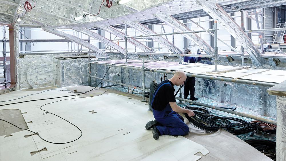 Galactica Super Nova yacht laying the cable-Super-Nova-wheelhouse