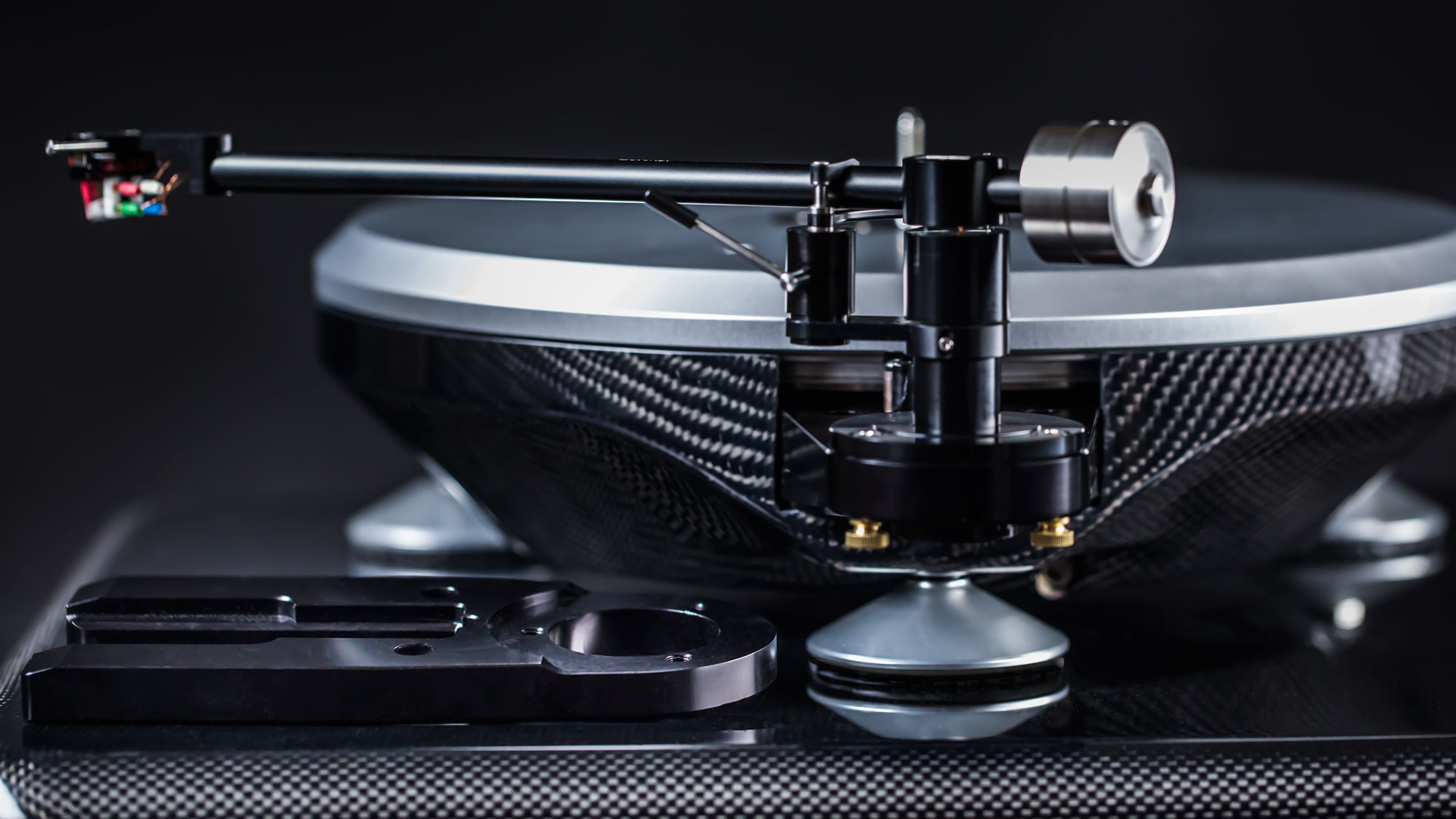 carbon fiber Parabolica turntable with tonearm visible
