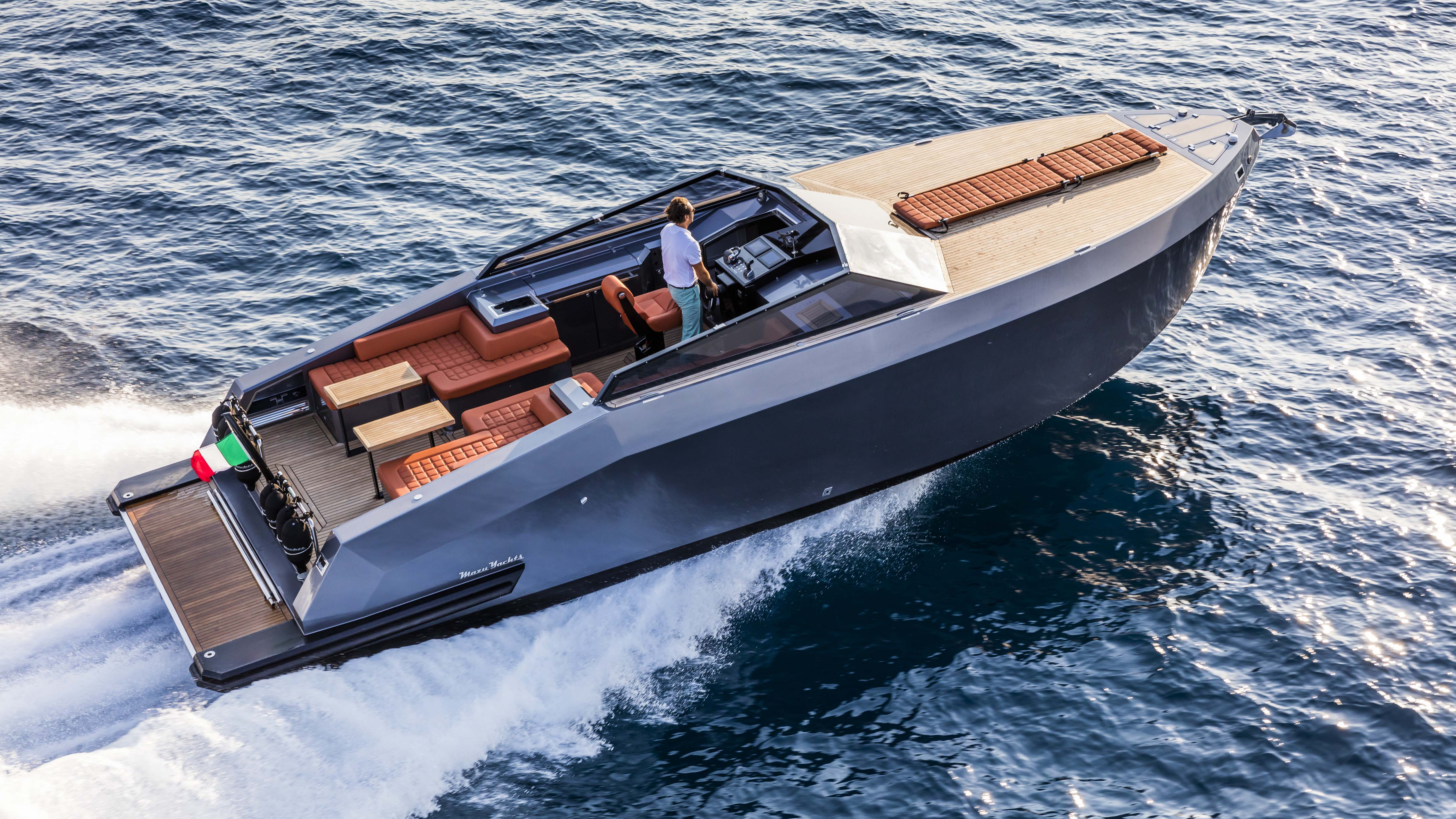 Mazu Yachts 38 Open day boat