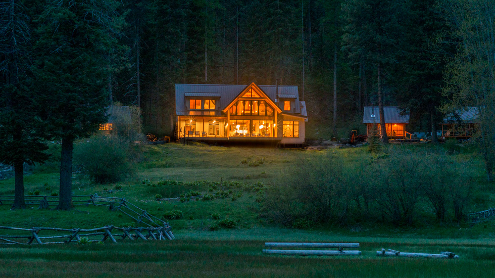 night view of the Minam River Lodge in Oregon