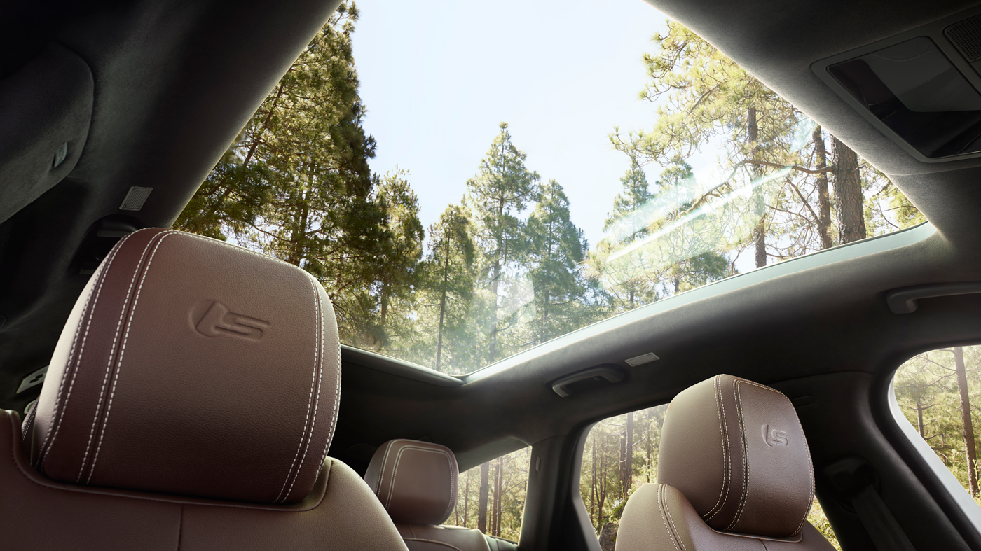 An image of the Jaguar XF Sportbrake's panoramic roof.