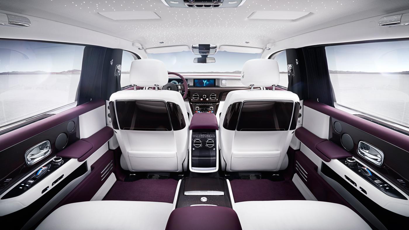 An image of the opulent interior of an extended-wheelbase Phantom VIII.