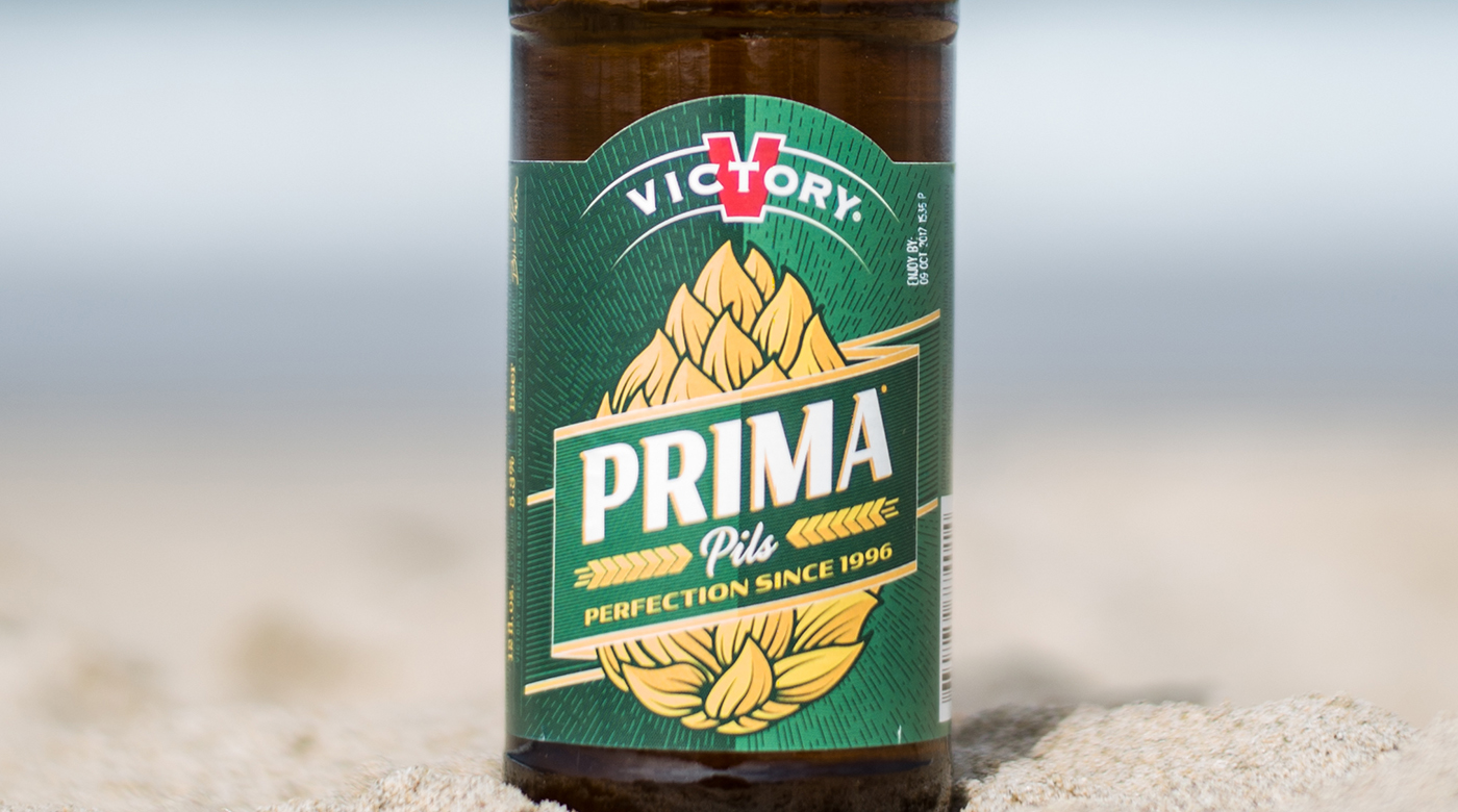 Photo of the Victory Prima Pils pilsner at the beach