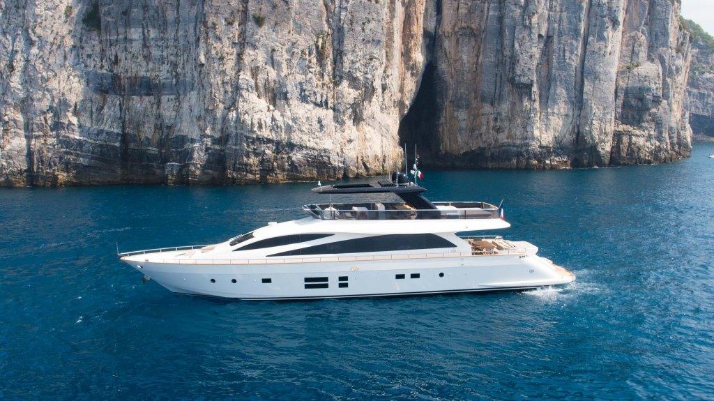 Amer 94 Yacht