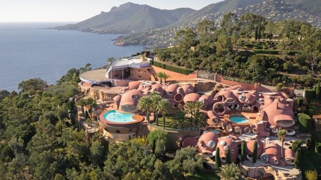 Bubble Palace in Provence-Alpes-Côte d'Azur exterior