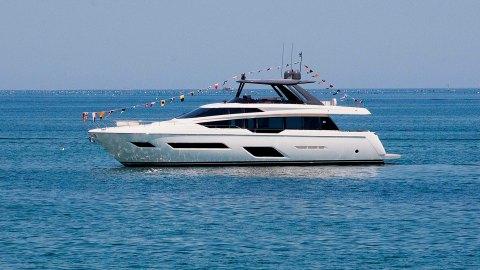Ferretti Yachts 780 Flybridge Yacht Italian