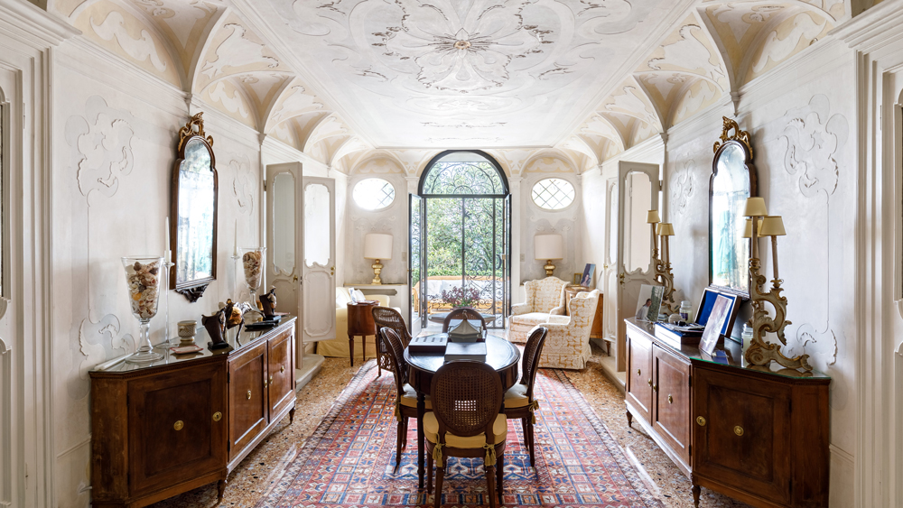Italian Villa Il Galero interior of living space