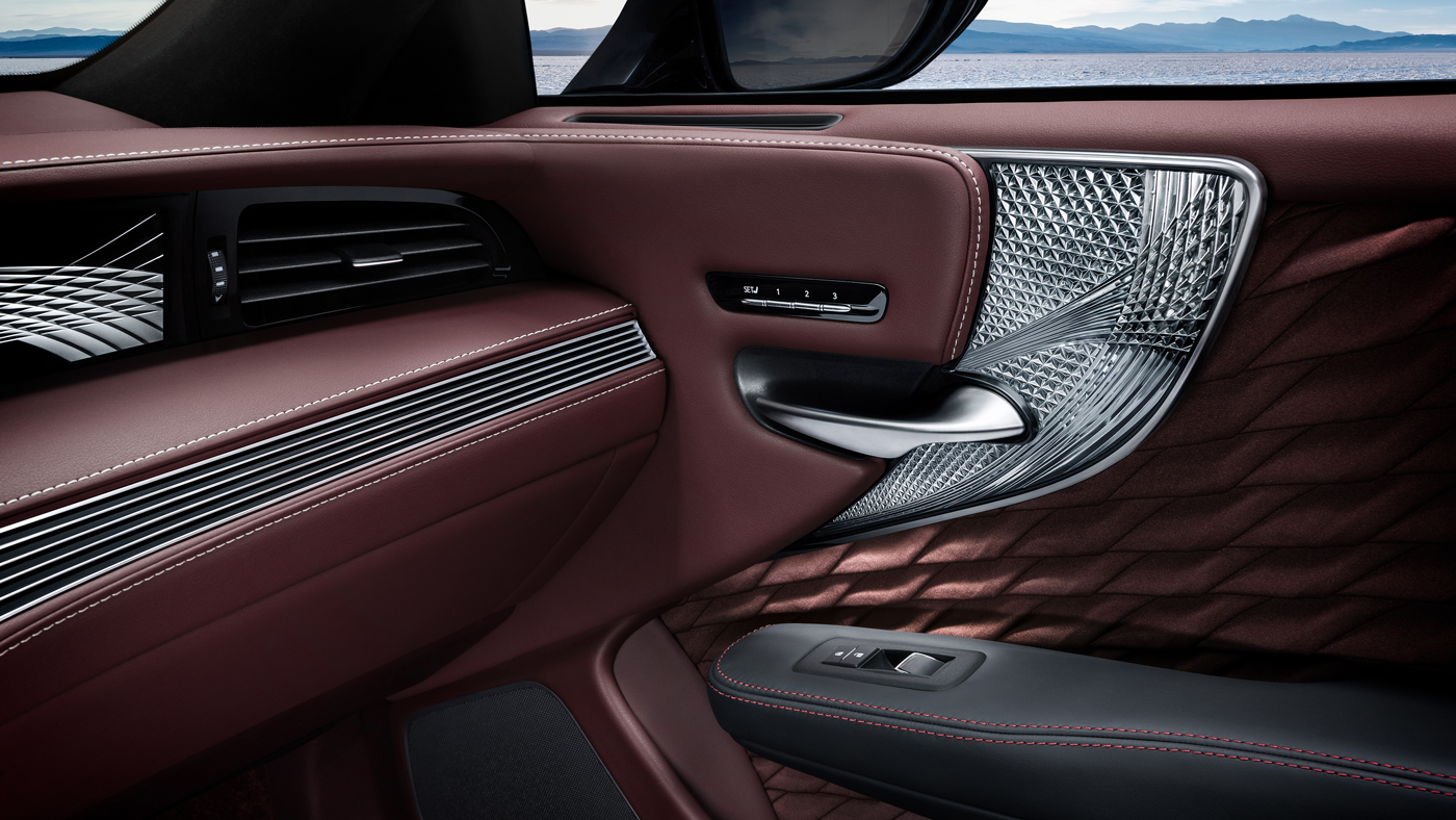 The interior of the hybrid version of the 2018 Lexus LS 500.
