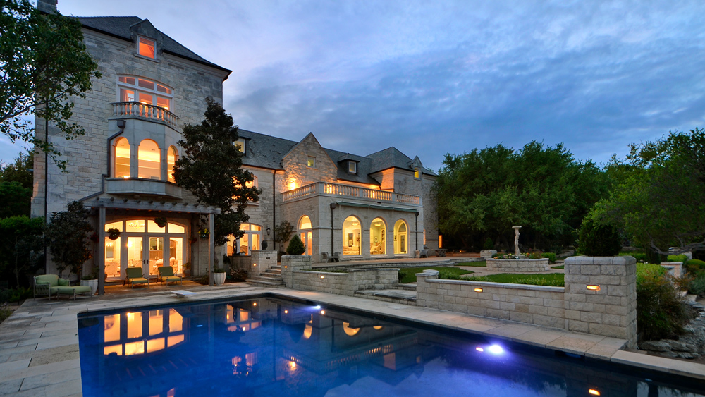 outdoor swimming pool at estate in Austin Texas
