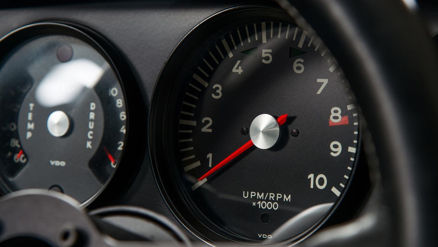 Dials on a restored Porsche 911 R.