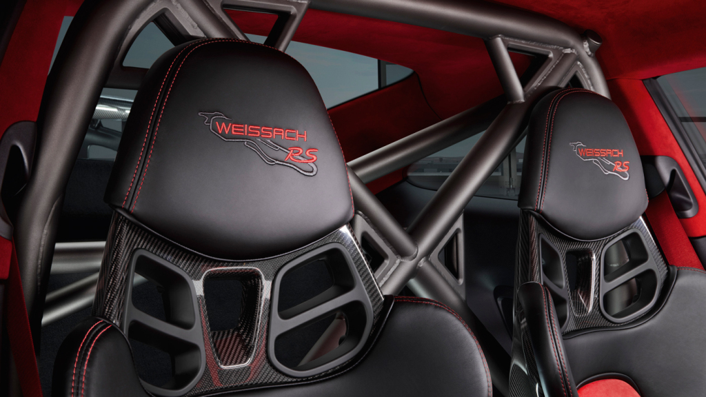An image of the interior of the 2018 Porsche 911 GT2 RS and its full bucket seats.