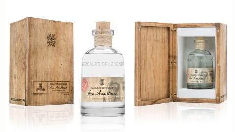 Grandes Leyendas: Don Anastacio bottle and case.