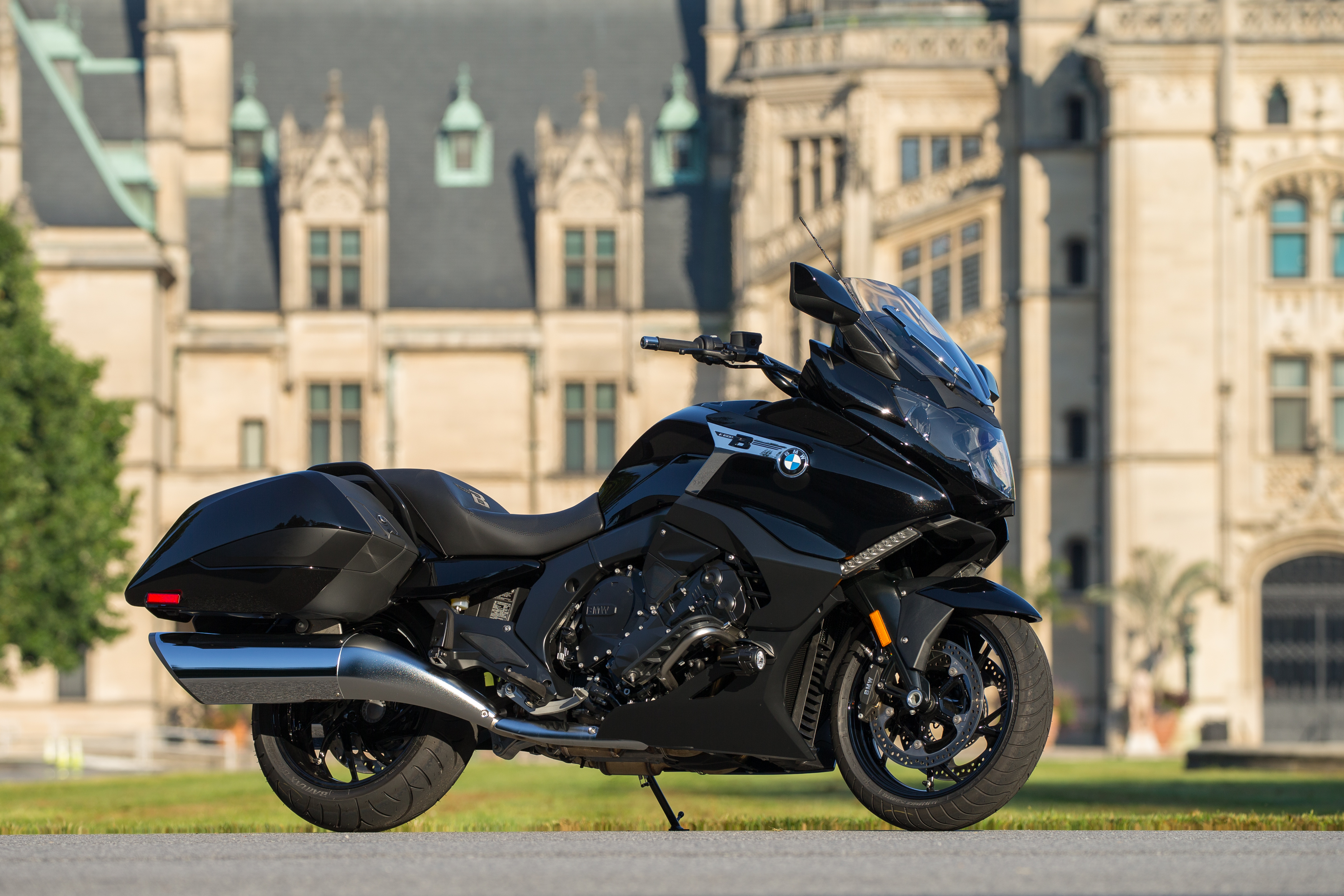 The BMW K 1600 B motorcycle.