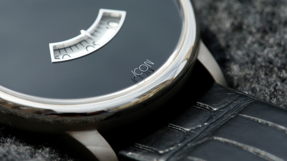 Icon Dunesy Watch close up