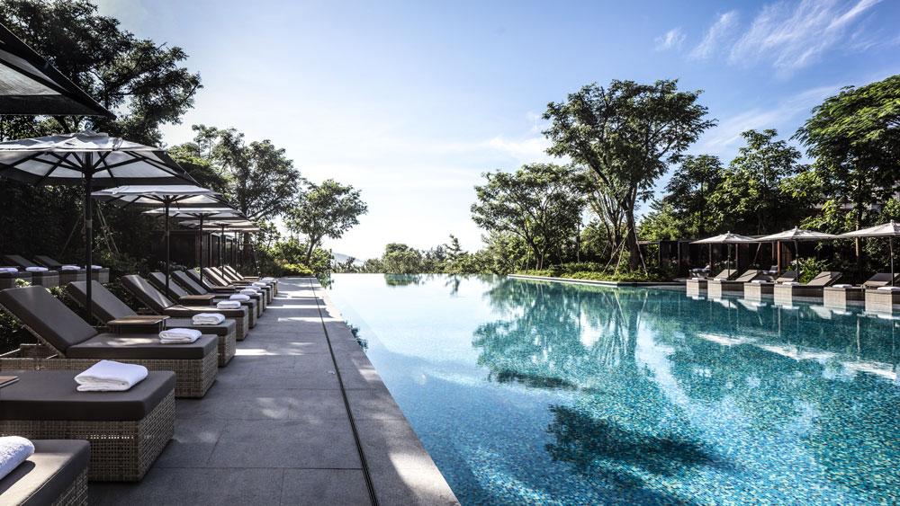 infinity pool at Rosewood Sanya