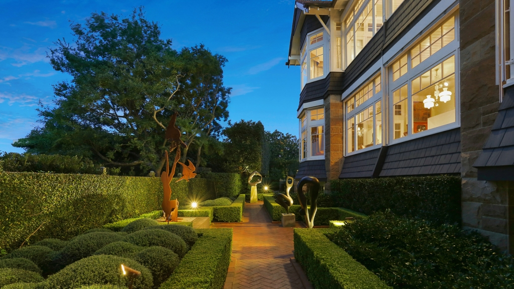 Home, sculptures, hedges