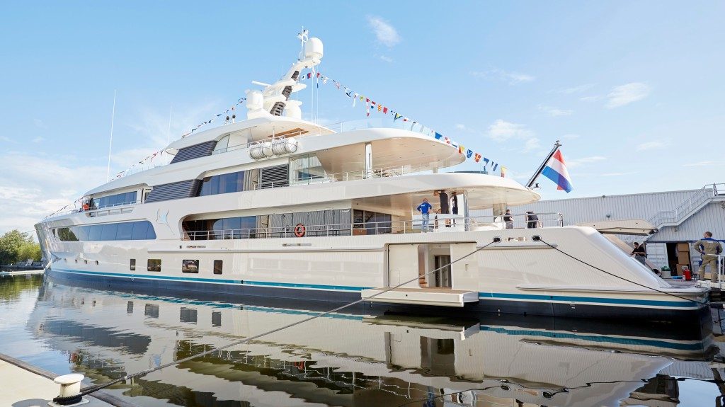 Superyacht explorer yacht Feadship Samaya