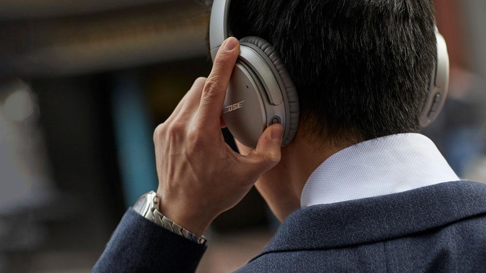 Bose QuietComfort 35 II wireless headphones silver Google Assist
