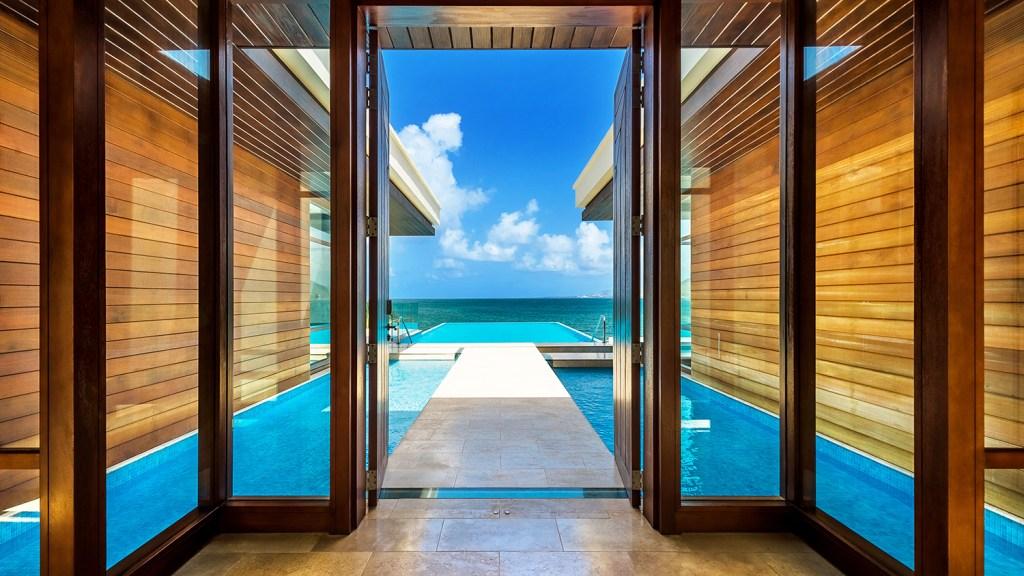 Resort with ocean views in Caribbean