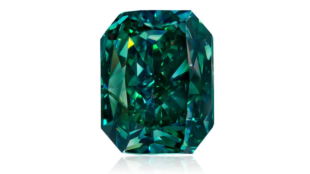 3.88 carats Fancy Vivid Green