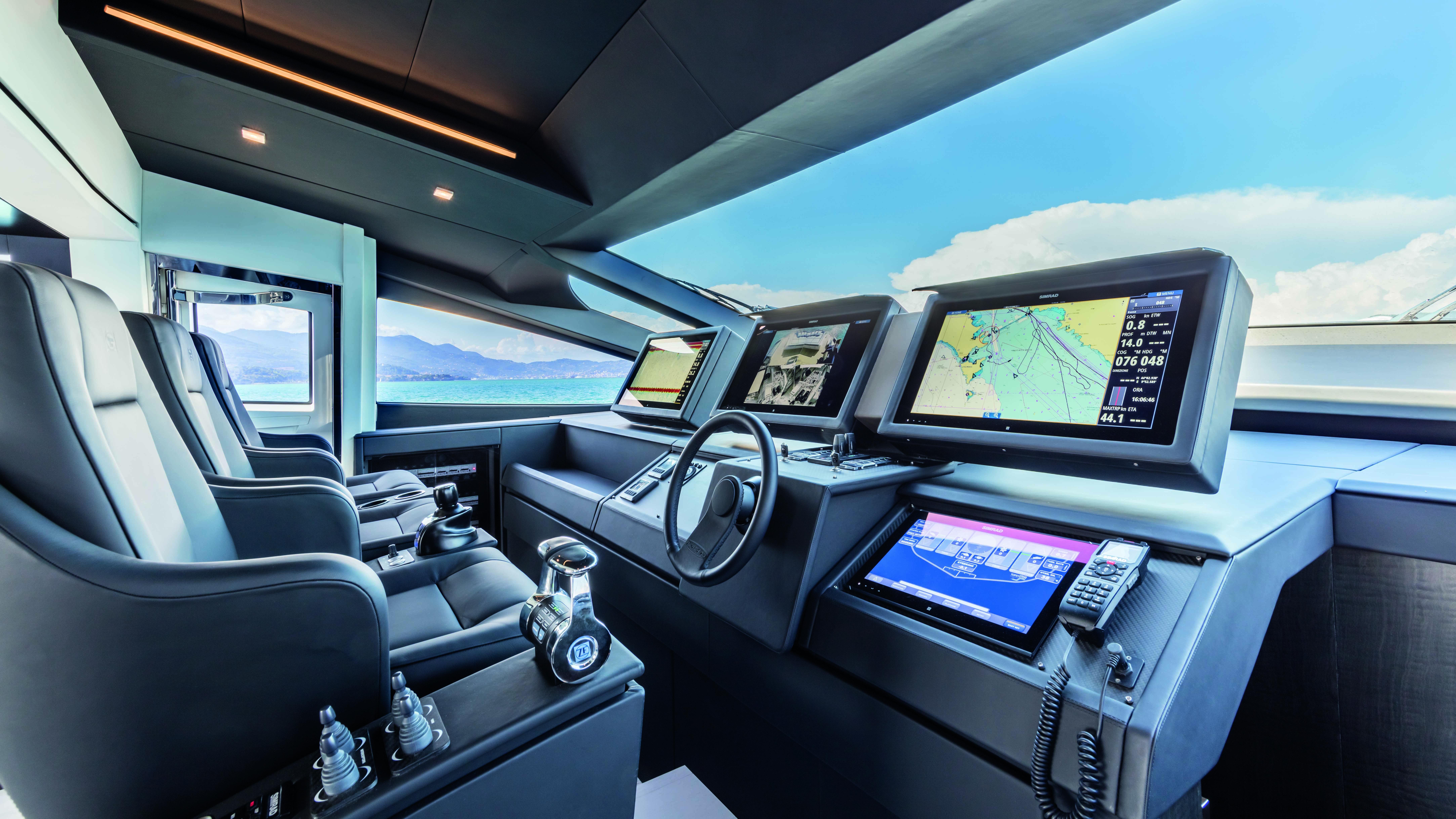 Pershing 9X Yacht poltrona frau italian