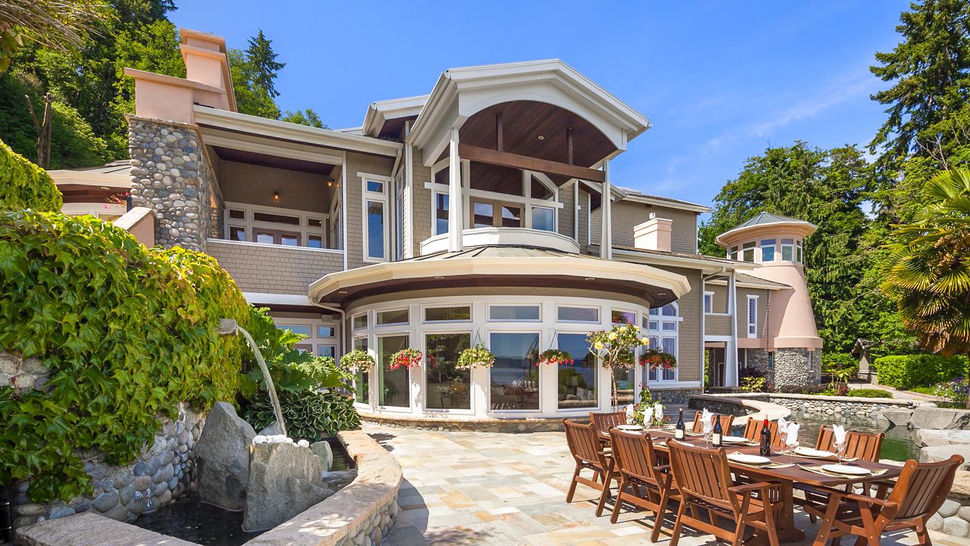 Waterfront Home in Washington