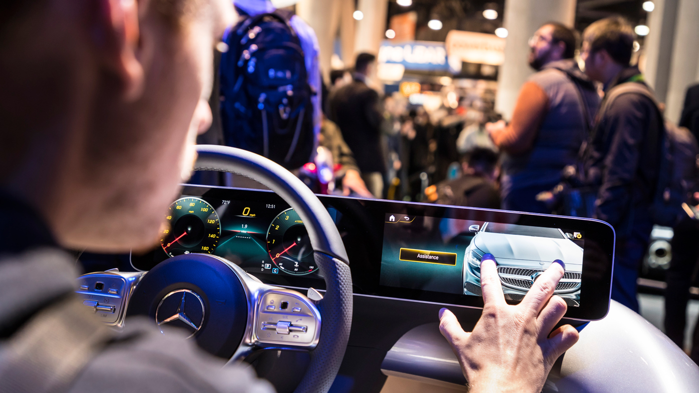 A hands-on introduction to new widescreen displays and an AI-enhanced interface from Mercedes-Benz.