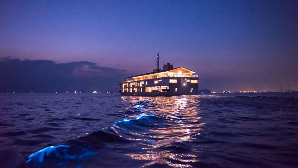 Guntû floating hotel Japan