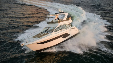 Sea Ray Fly 520 yacht