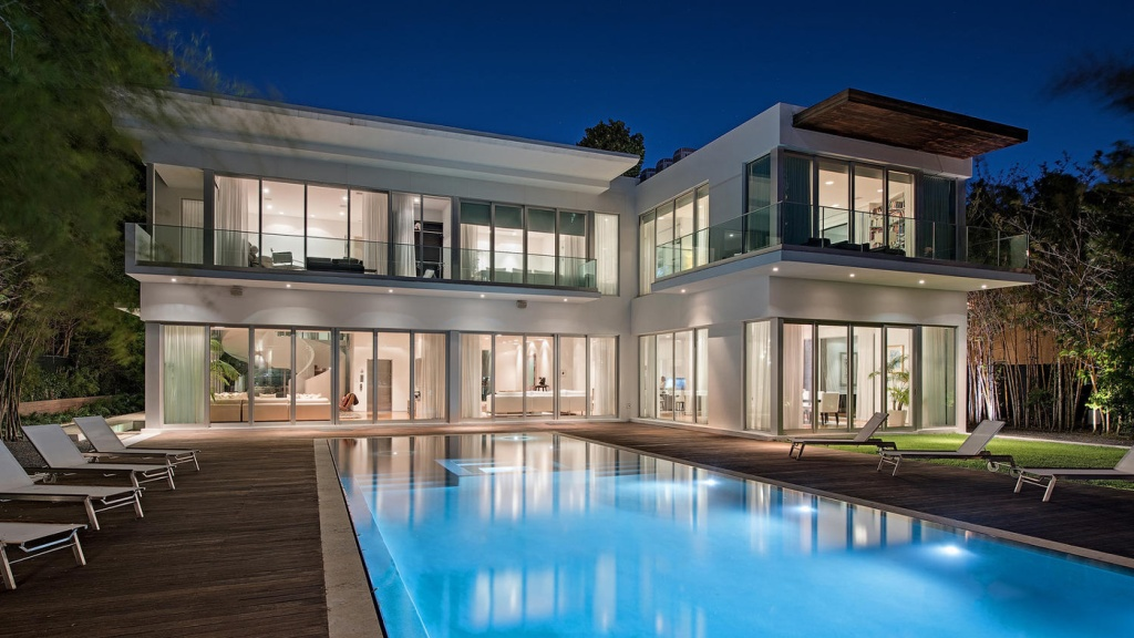4647 Pine Tree Drive in Miami Beach, Florida