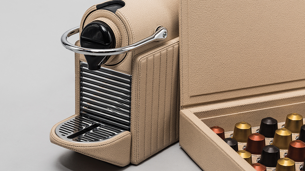Pixie Lines Nespresso machine with capsules and box from Giobagnara