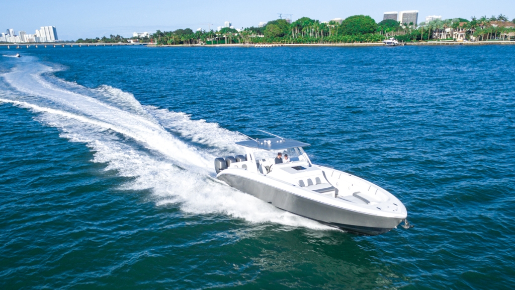 Midnight Express 43 Open outboard engine center console