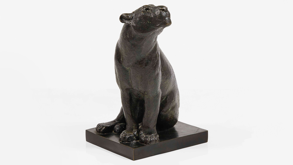 Lionne assise tête à gauche sculpture