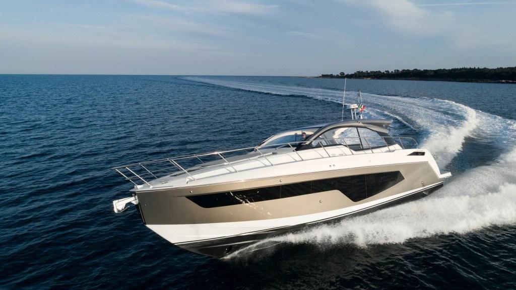 Azimut Atlantis 51 express cruiser yacht