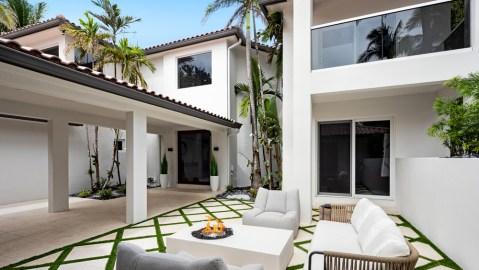 tropical courtyard in Florida