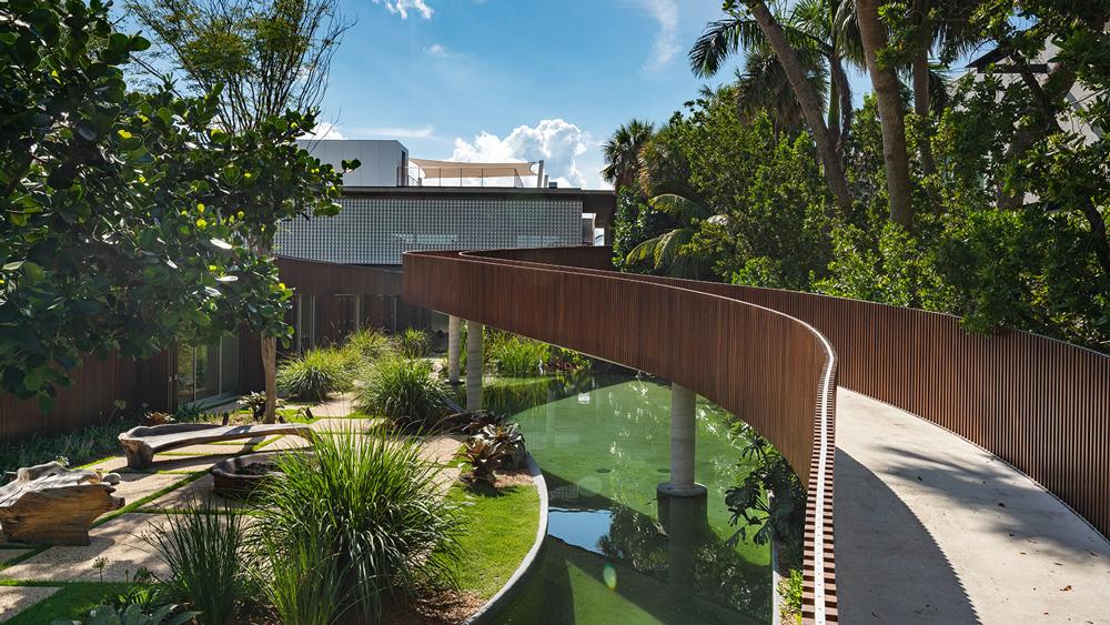 Miami Beach mansion patio