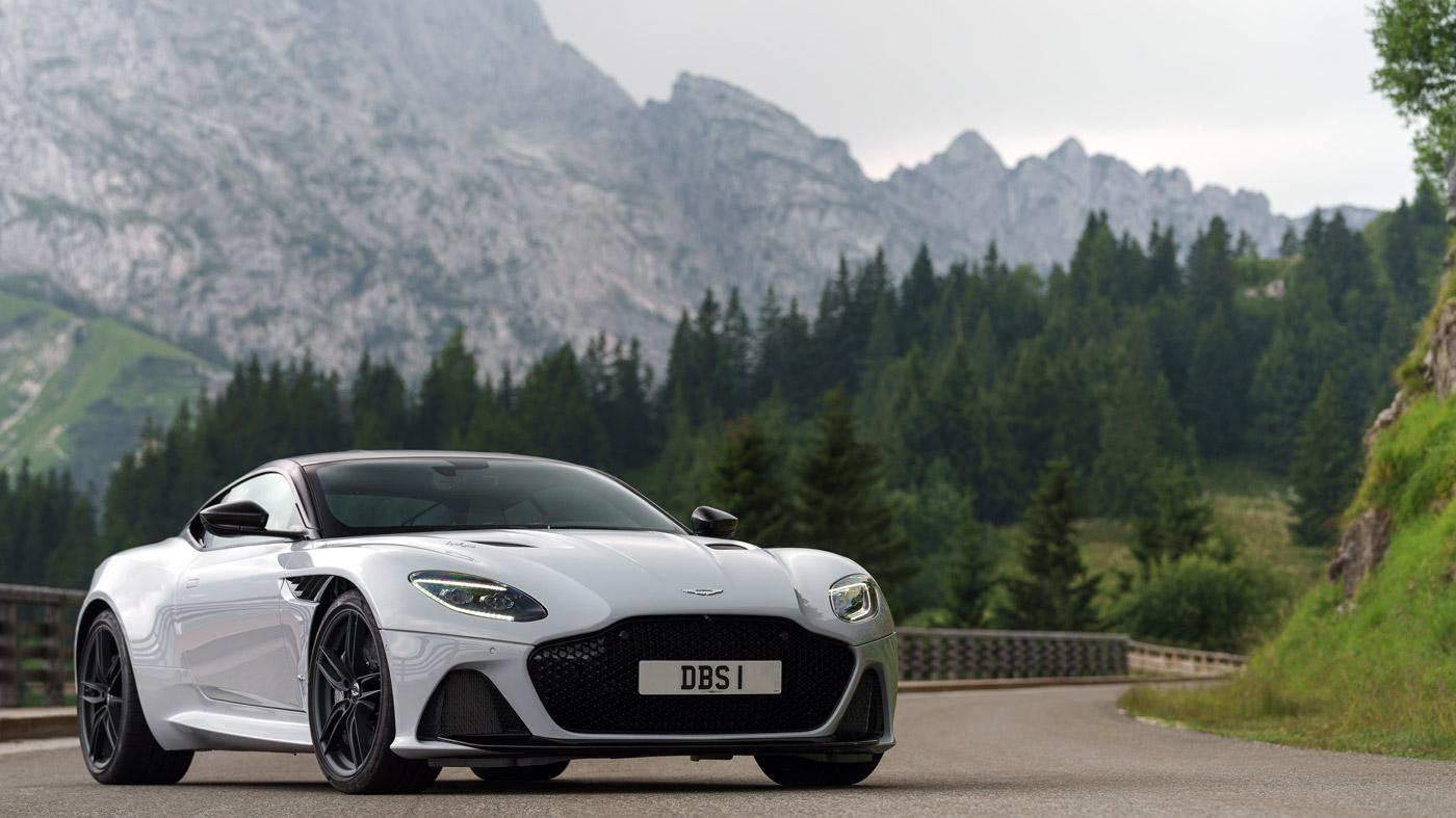 Robb Report Test Drives The Aston Martin Dbs Superleggera Robb Report