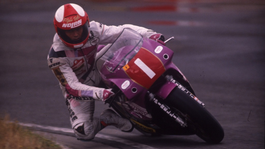 Fred Merkel racing on the Honda RC30.