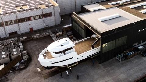 Lynx Yachts YXT 24 Evolution shadow vessel shadow yacht