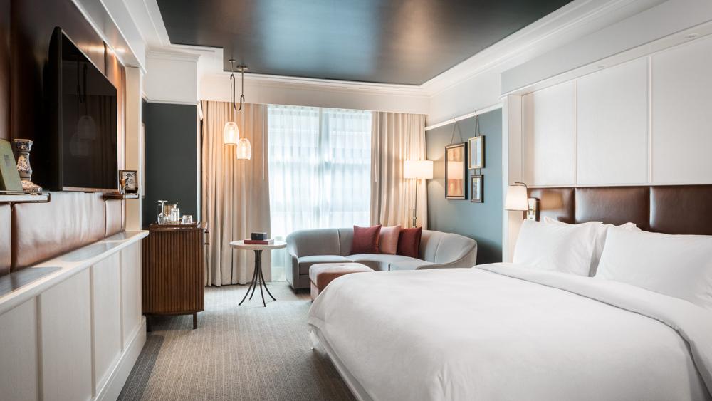 Perry Lane Hotel bedroom