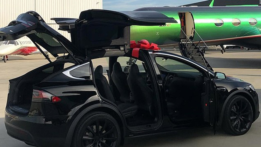 The Tesla Model X gifted by Travis Scott to his manager.