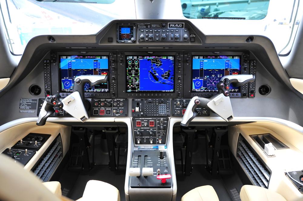 Embraer Phenom 300 cockpit