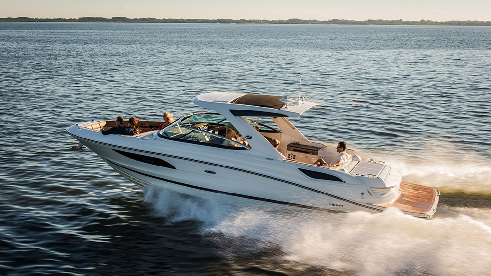 Sea Ray SLX 350 yacht