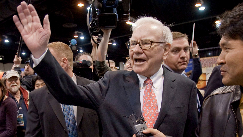 Warren Buffett, CEO of Berkshire Hathaway, right, waves to shareholders prior to the annual Berkshire Hathaway shareholders meeting in Omaha, USA. German reinsurer Munich Re AG (Muenchener Rueck), says U.S. investor Warren Buffet holds just over 3 percent of the company. The company said in an ad hoc statement, that Buffet has informed it he now has 3.045 percent of the voting rights in Munich ReDeu Muenchener Rueck Buffet, Omaha, USA