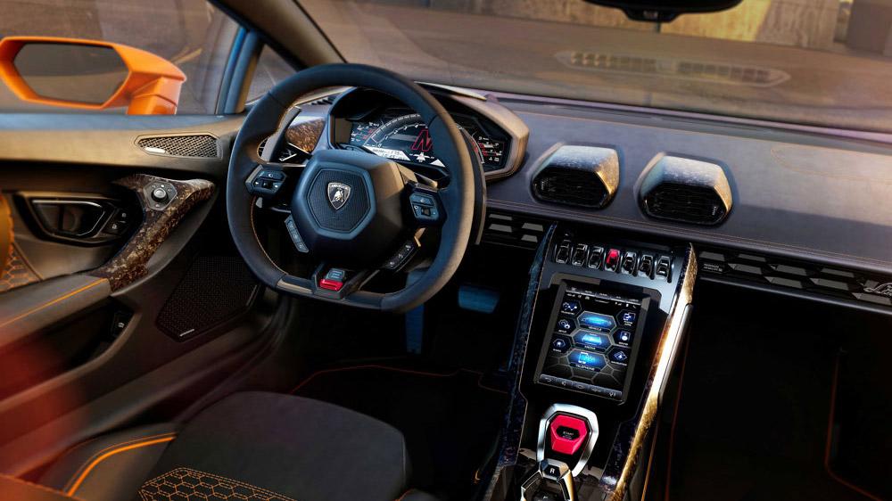 The interior of the Lamborghini Huracán Evo.