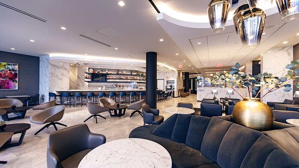 business-class airport lounge luxury