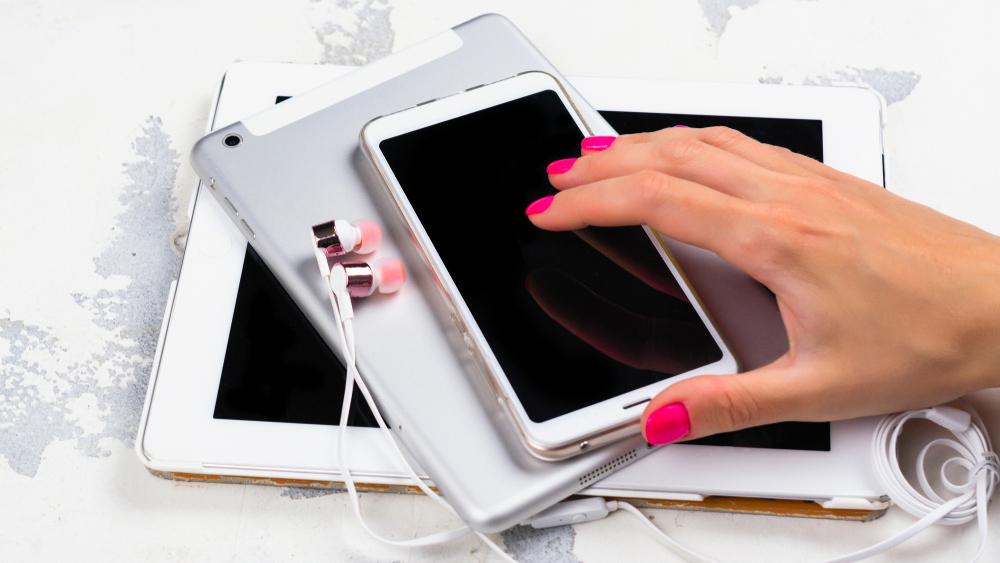 Digital detox concept. Gadget addiction. Copy space; Shutterstock ID 1131172547; Notes: Muse_DigitalDetox